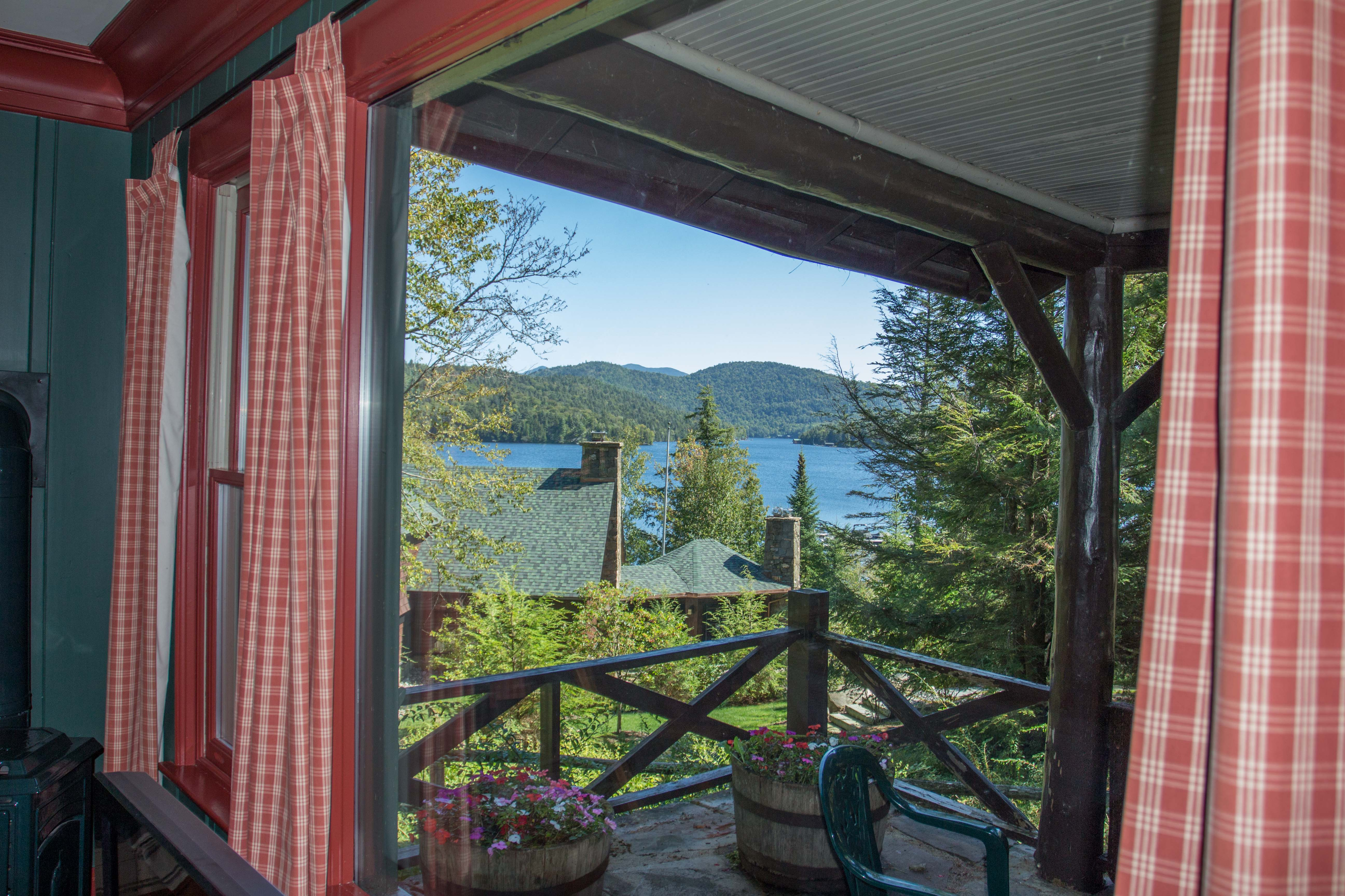 sleeps in interior accommodation homestead cottage lake cottages beaver rates maple cabin