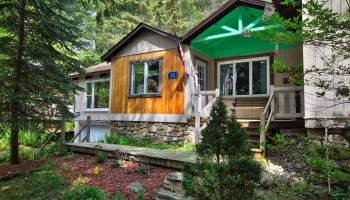 Charming Mirror Lake Drive Cottage - Lake Placid, NY