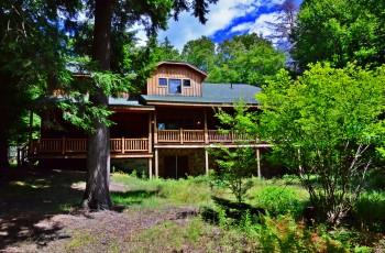 ADIRONDACK BEAUTY with Deeded Access on Upper Saranac Lake